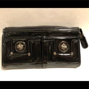 Marc Jacobs totally turn lock patent wallet/clutch